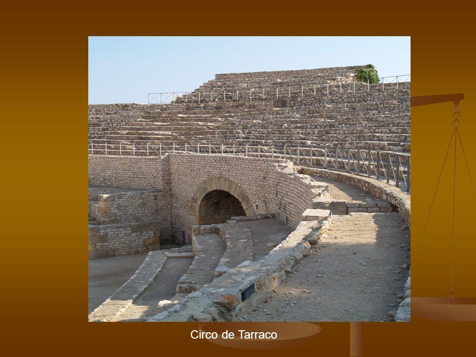 Introducción Anfiteatro El anfiteatro es una construcción ovalada que recuerda dos teatros unidos.