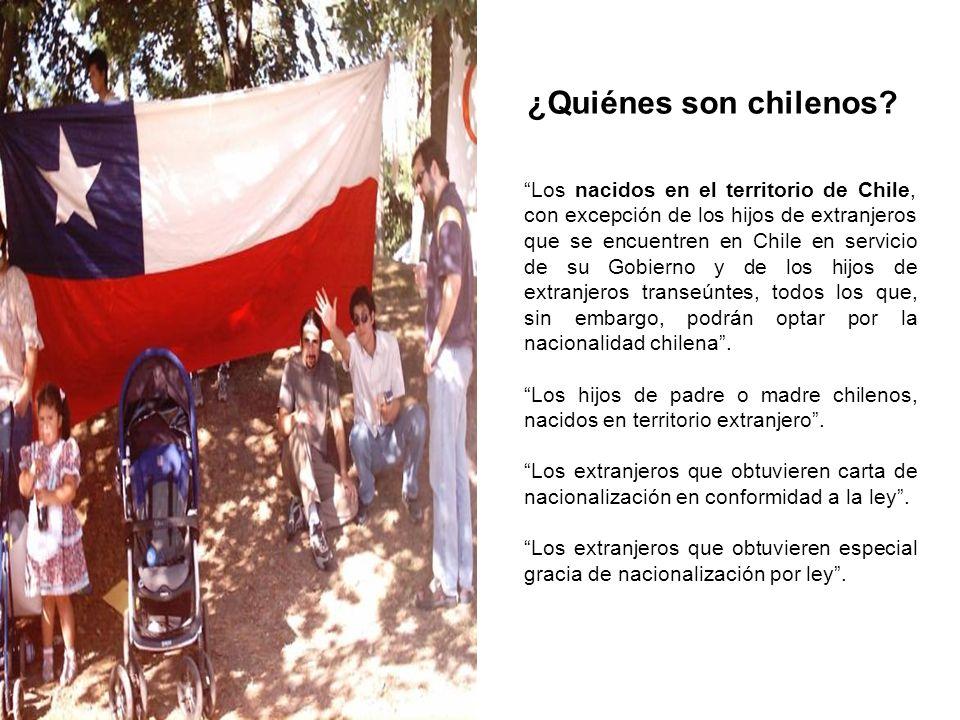 ¿Quiénes son chilenos? Los nacidos en el territorio de Chile, con excepción de los hijos de extranjeros que se encuentren en Chile en servicio de su G
