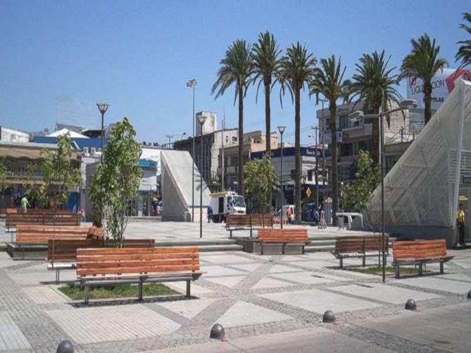 L A FUNCIÓN TURÍSTICA Muchas ciudades del país atraen gran número de turistas nacionales y también internacionales.