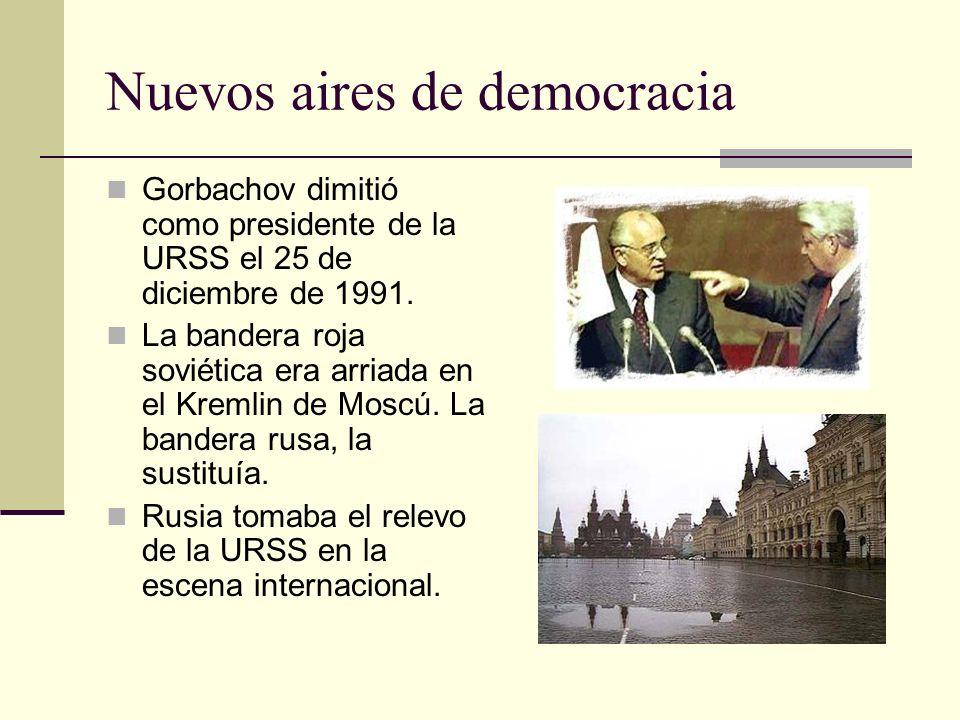 Nuevos aires de democracia Gorbachov dimitió como presidente de la URSS el 25 de diciembre de 1991. La bandera roja soviética era arriada en el Kremli