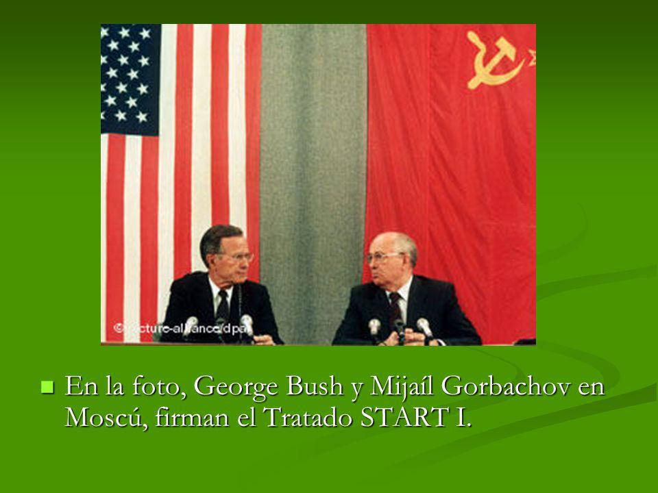 En la foto, George Bush y Mijaíl Gorbachov en Moscú, firman el Tratado START I. En la foto, George Bush y Mijaíl Gorbachov en Moscú, firman el Tratado