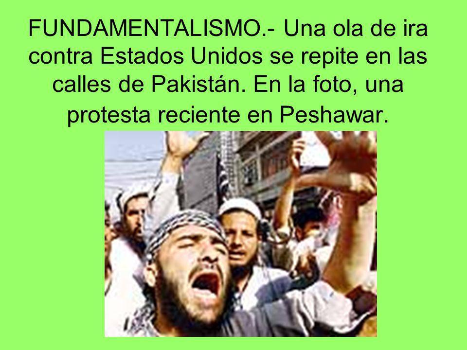 FUNDAMENTALISMO.- Una ola de ira contra Estados Unidos se repite en las calles de Pakistán. En la foto, una protesta reciente en Peshawar.