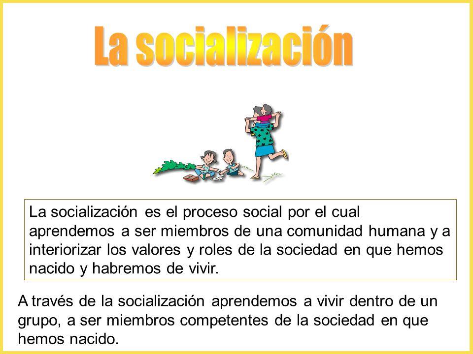 La socialización es el proceso social por el cual aprendemos a ser miembros de una comunidad humana y a interiorizar los valores y roles de la sociedad en que hemos nacido y habremos de vivir.