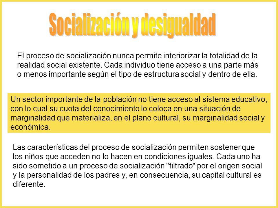 El proceso de socialización nunca permite interiorizar la totalidad de la realidad social existente. Cada individuo tiene acceso a una parte más o men