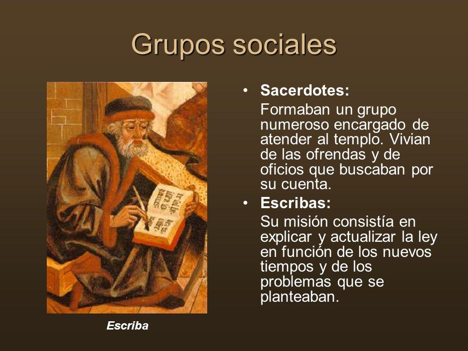 Grupos sociales Sacerdotes: Formaban un grupo numeroso encargado de atender al templo. Vivian de las ofrendas y de oficios que buscaban por su cuenta.