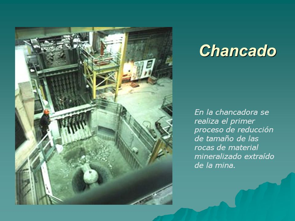 El material que viene del chancador, pasa al proceso de molienda donde diferentes molinos reducen aún más su tamaño.