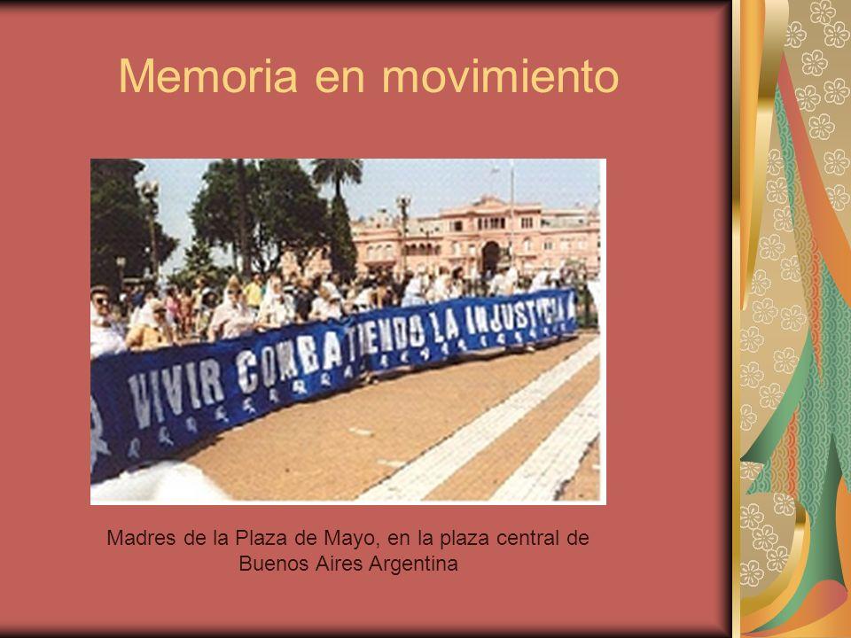 Memoria en movimiento Madres de la Plaza de Mayo, en la plaza central de Buenos Aires Argentina