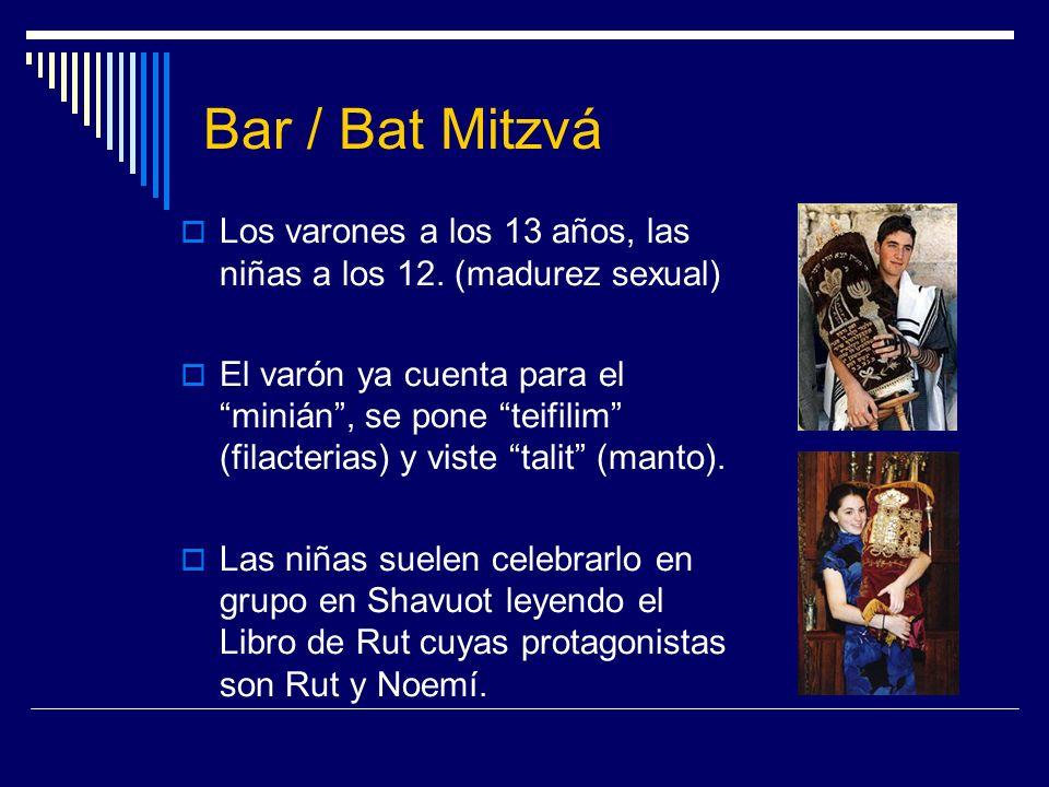 Bar / Bat Mitzvá Los varones a los 13 años, las niñas a los 12. (madurez sexual) El varón ya cuenta para el minián, se pone teifilim (filacterias) y v