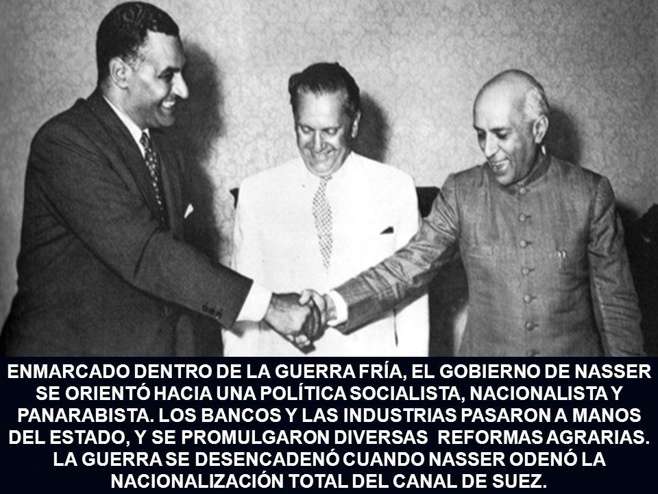ENMARCADO DENTRO DE LA GUERRA FRÍA, EL GOBIERNO DE NASSER SE ORIENTÓ HACIA UNA POLÍTICA SOCIALISTA, NACIONALISTA Y PANARABISTA. LOS BANCOS Y LAS INDUS
