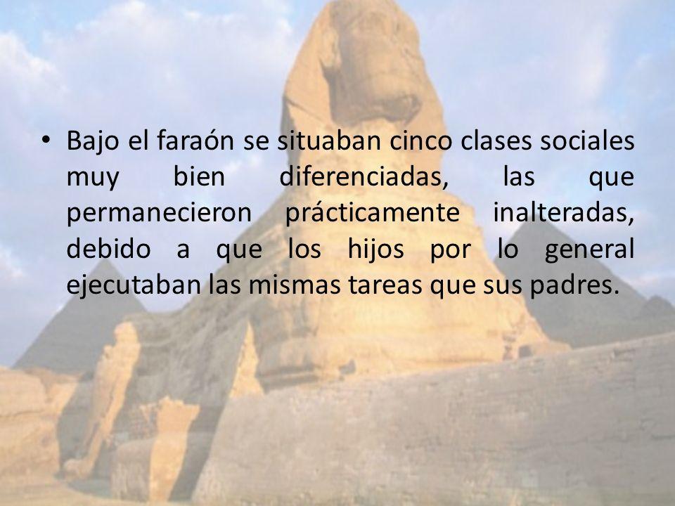 Bajo el faraón se situaban cinco clases sociales muy bien diferenciadas, las que permanecieron prácticamente inalteradas, debido a que los hijos por l