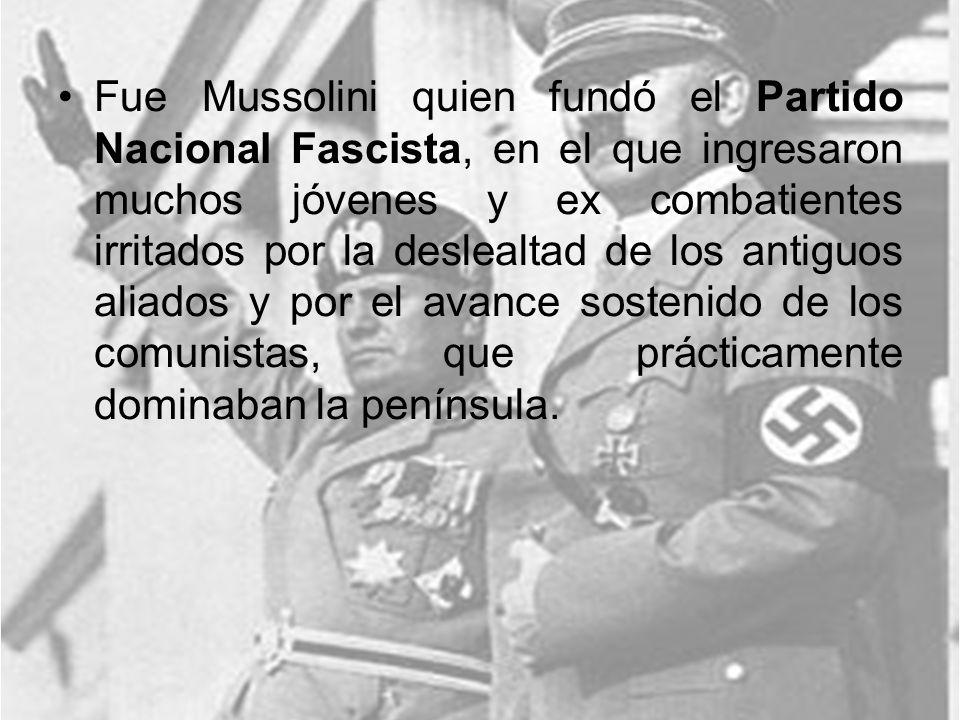 Fue Mussolini quien fundó el Partido Nacional Fascista, en el que ingresaron muchos jóvenes y ex combatientes irritados por la deslealtad de los antig
