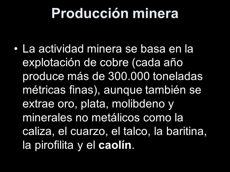Producción minera La actividad minera se basa en la explotación de cobre (cada año produce más de 300.000 toneladas métricas finas), aunque también se