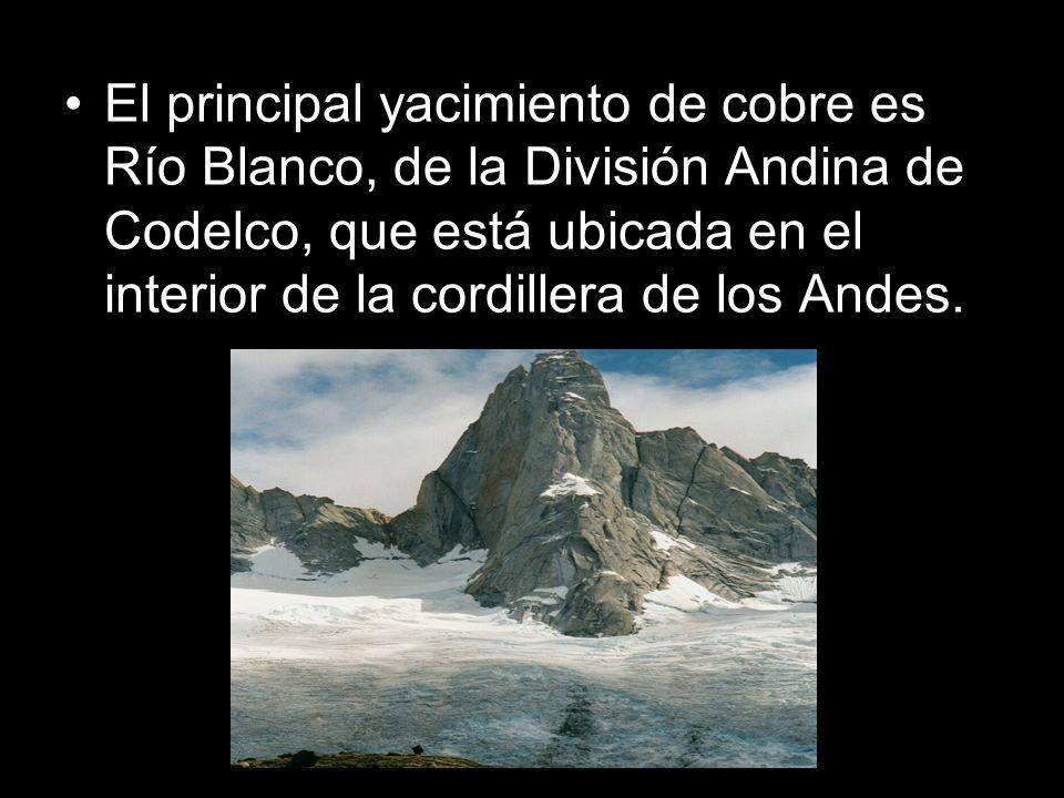 El principal yacimiento de cobre es Río Blanco, de la División Andina de Codelco, que está ubicada en el interior de la cordillera de los Andes.