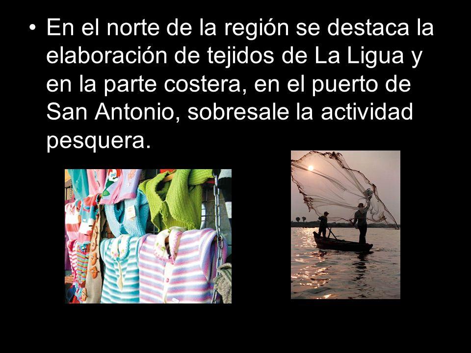 En el norte de la región se destaca la elaboración de tejidos de La Ligua y en la parte costera, en el puerto de San Antonio, sobresale la actividad p