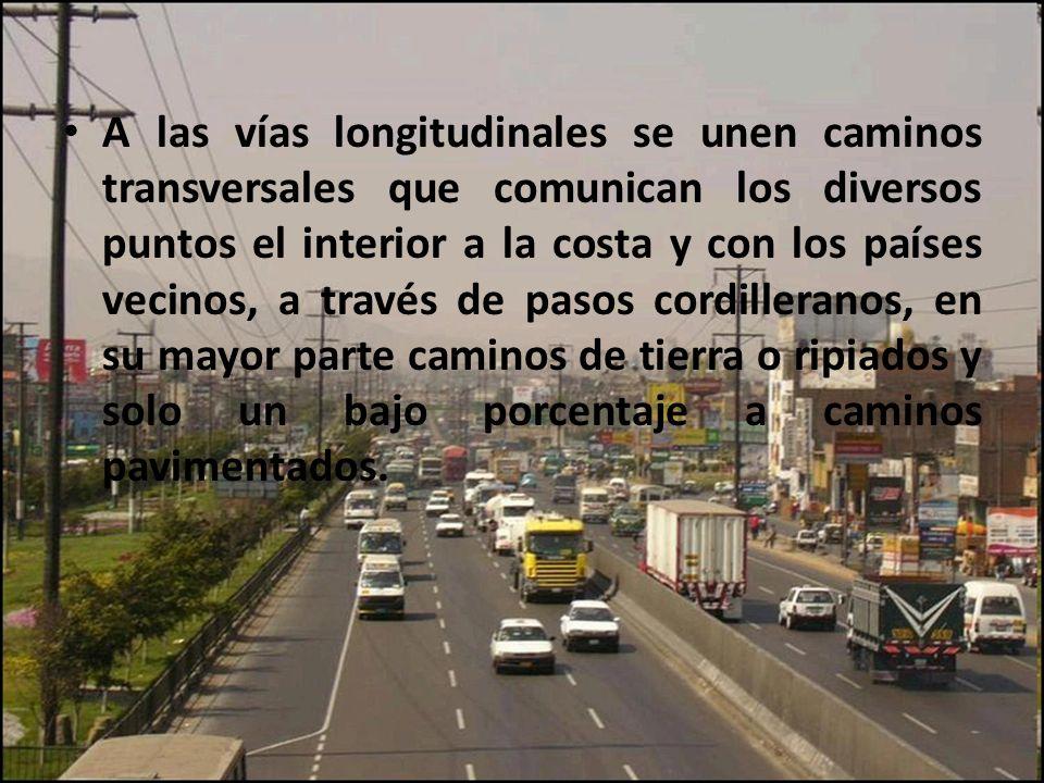 A las vías longitudinales se unen caminos transversales que comunican los diversos puntos el interior a la costa y con los países vecinos, a través de