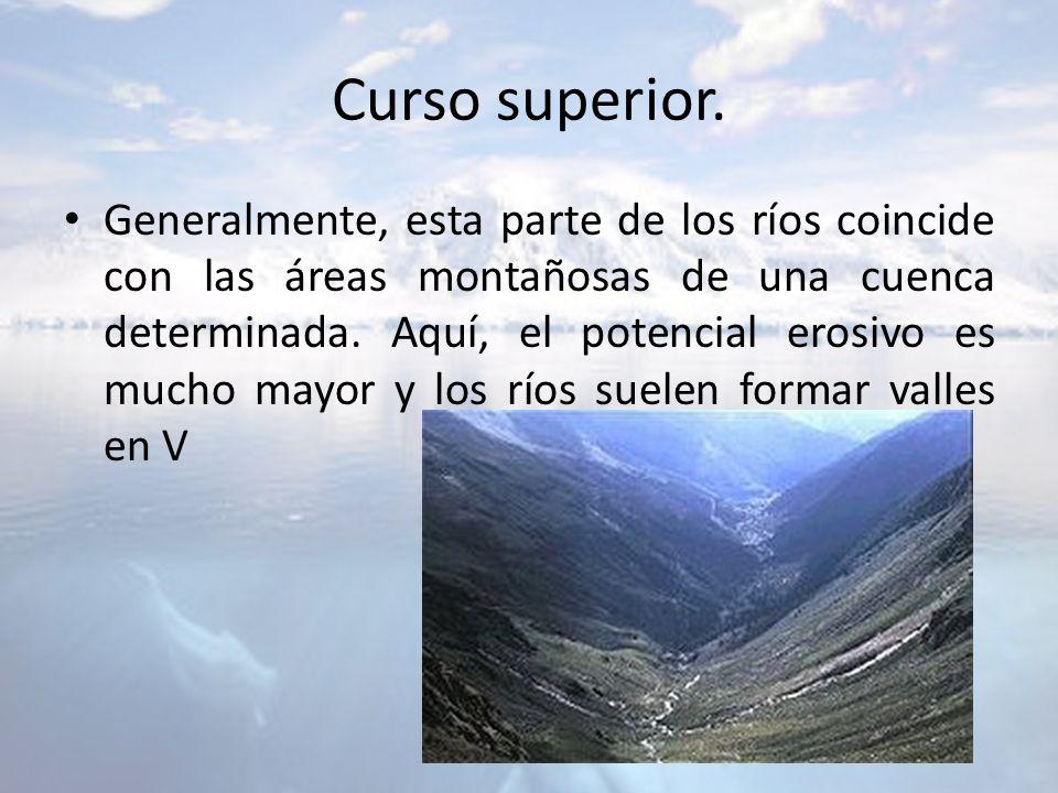 Curso superior. Generalmente, esta parte de los ríos coincide con las áreas montañosas de una cuenca determinada. Aquí, el potencial erosivo es mucho