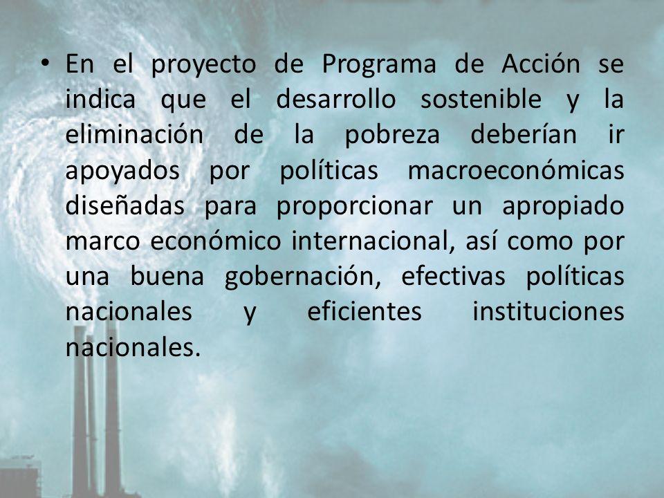 En el proyecto de Programa de Acción se indica que el desarrollo sostenible y la eliminación de la pobreza deberían ir apoyados por políticas macroeco