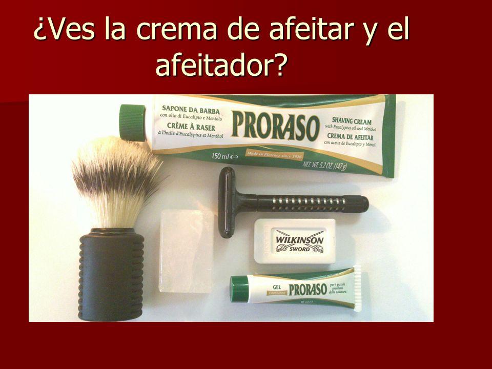 ¿Ves la crema de afeitar y el afeitador?