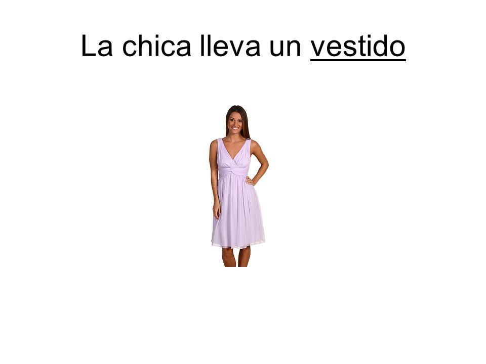 La chica lleva un vestido