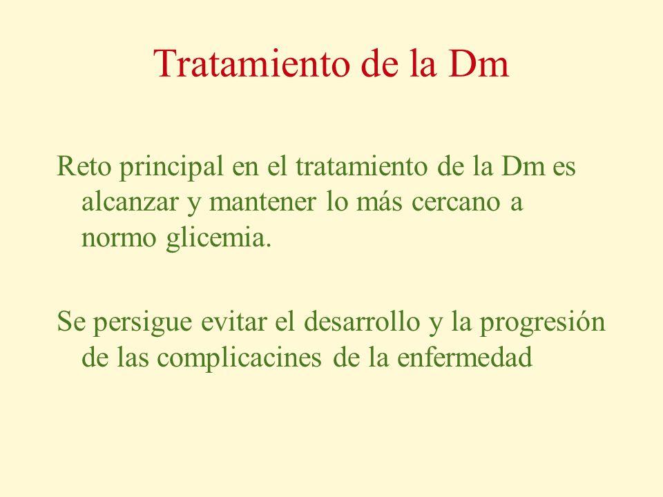 Tratamiento de la Dm Reto principal en el tratamiento de la Dm es alcanzar y mantener lo más cercano a normo glicemia. Se persigue evitar el desarroll