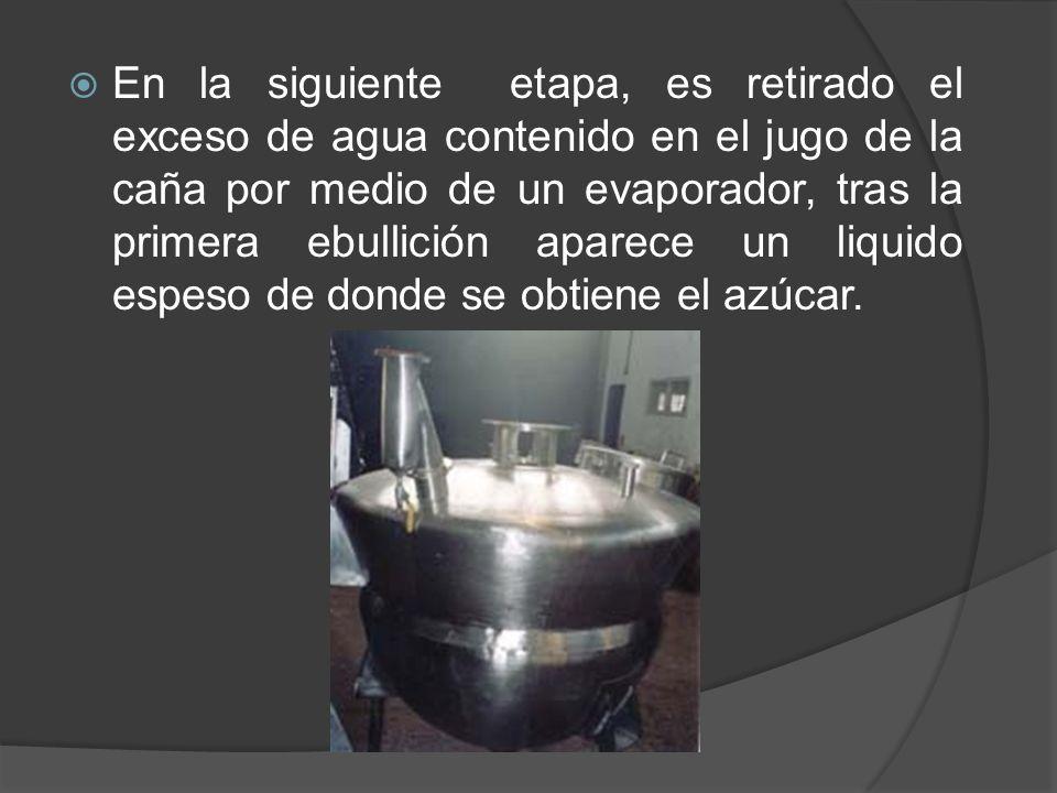 En la siguiente etapa, es retirado el exceso de agua contenido en el jugo de la caña por medio de un evaporador, tras la primera ebullición aparece un