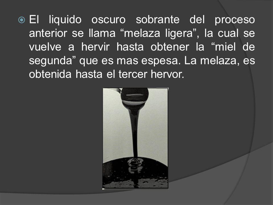 El liquido oscuro sobrante del proceso anterior se llama melaza ligera, la cual se vuelve a hervir hasta obtener la miel de segunda que es mas espesa.