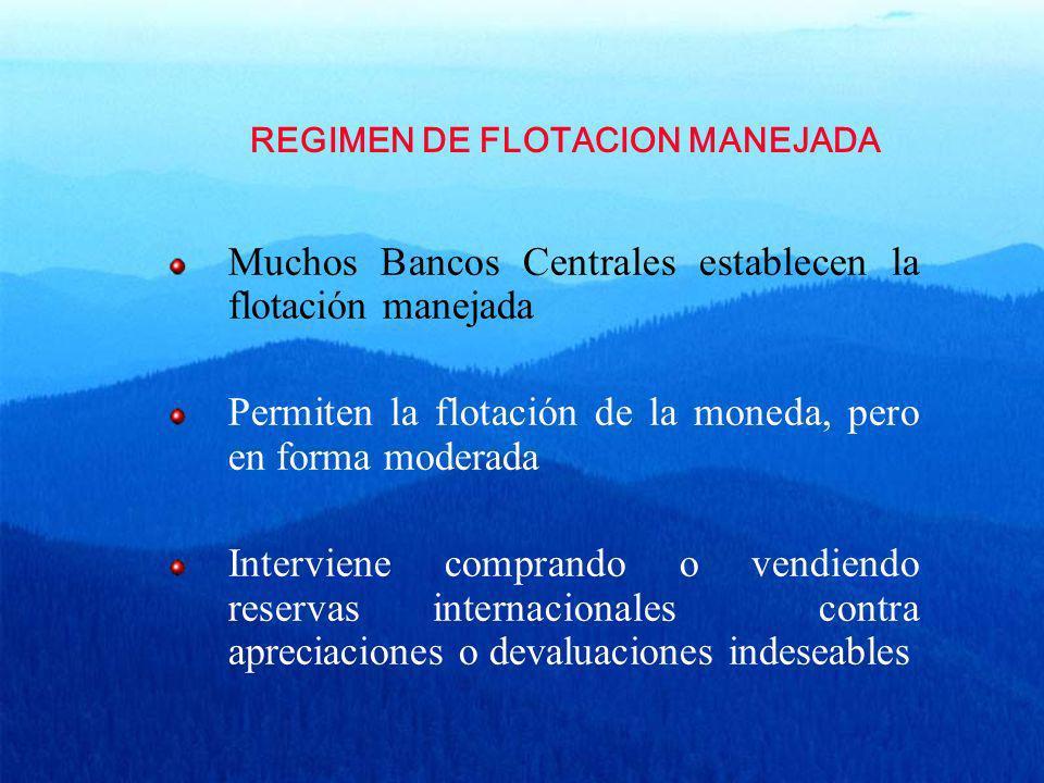 REGIMEN DE FLOTACION MANEJADA Muchos Bancos Centrales establecen la flotación manejada Permiten la flotación de la moneda, pero en forma moderada Inte