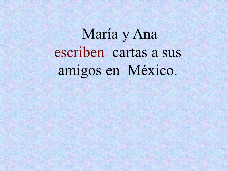 María y Ana escriben cartas a sus amigos en México.