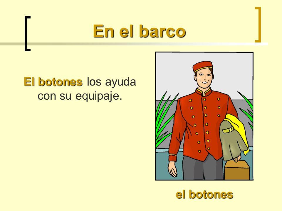 En el barco El botones El botones los ayuda con su equipaje. el botones
