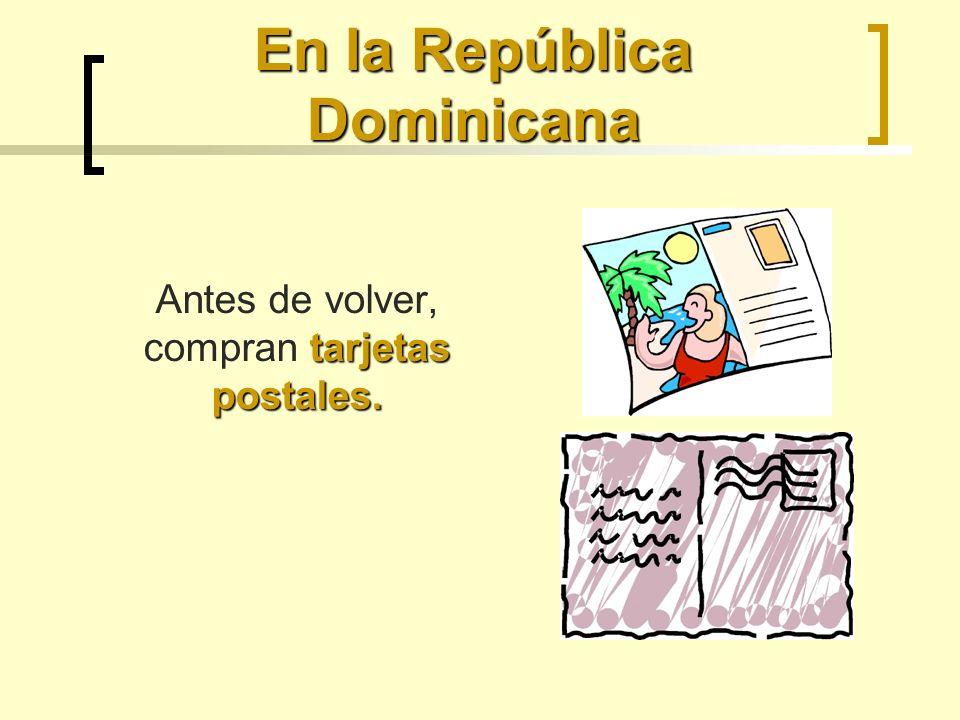 En la República Dominicana tarjetas postales. Antes de volver, compran tarjetas postales.