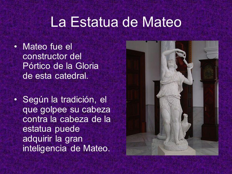 La Estatua de Mateo Mateo fue el constructor del Pórtico de la Gloria de esta catedral. Según la tradición, el que golpee su cabeza contra la cabeza d