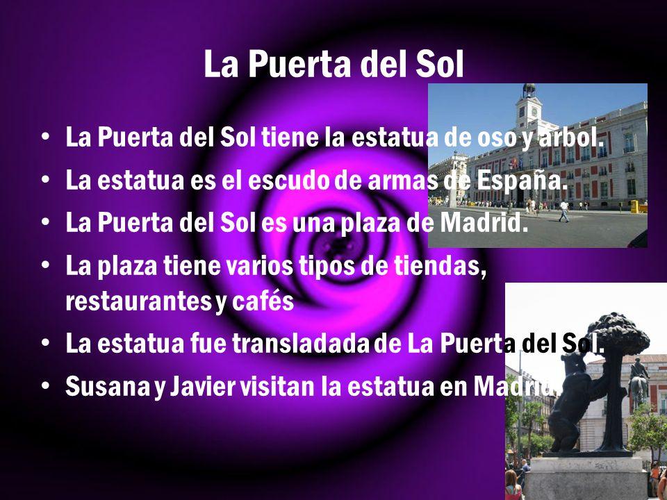 La Puerta del Sol La Puerta del Sol tiene la estatua de oso y árbol. La estatua es el escudo de armas de España. La Puerta del Sol es una plaza de Mad