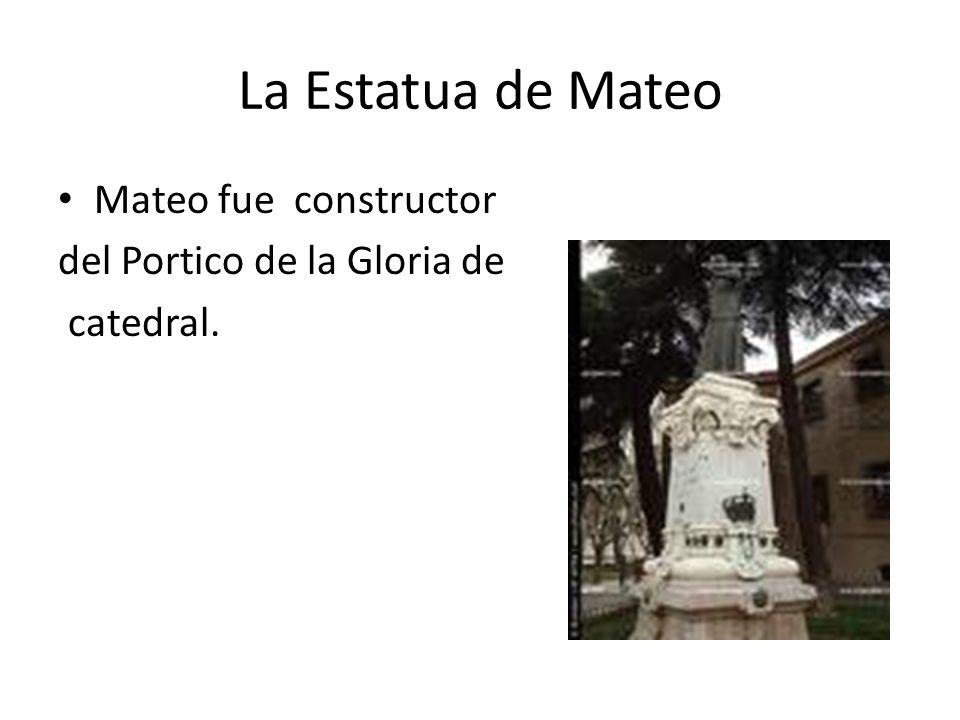 La Estatua de Mateo Mateo fue constructor del Portico de la Gloria de catedral.