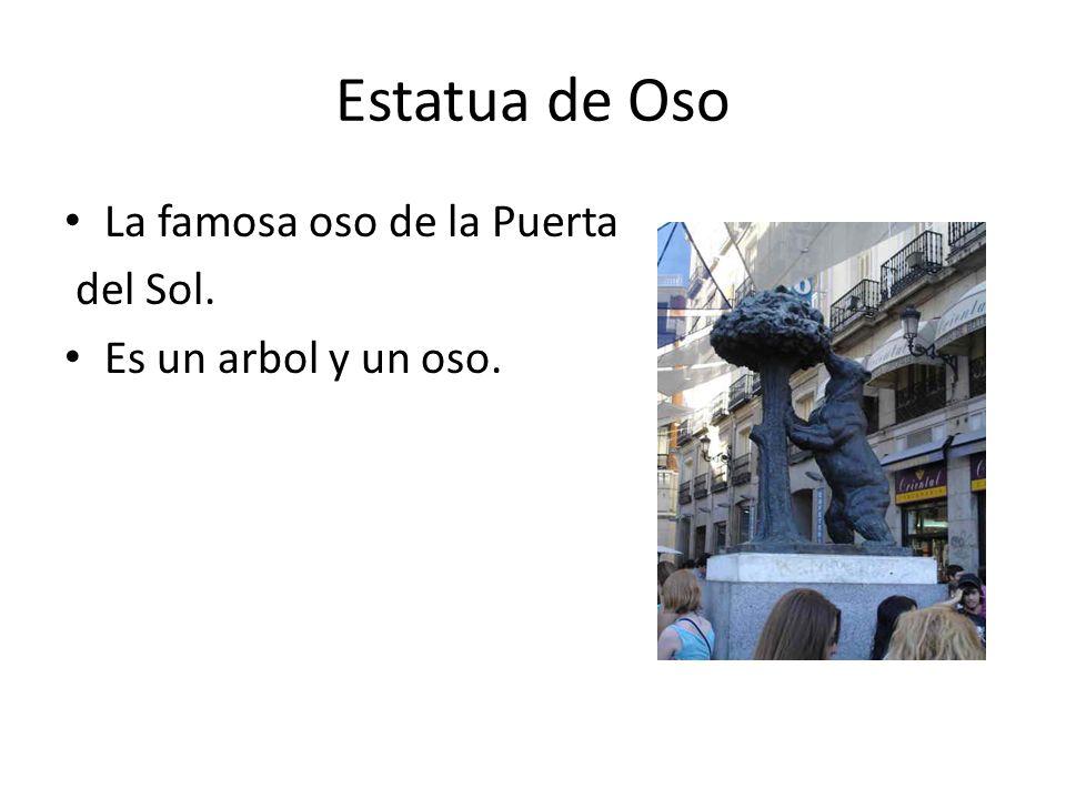 Estatua de Oso La famosa oso de la Puerta del Sol. Es un arbol y un oso.