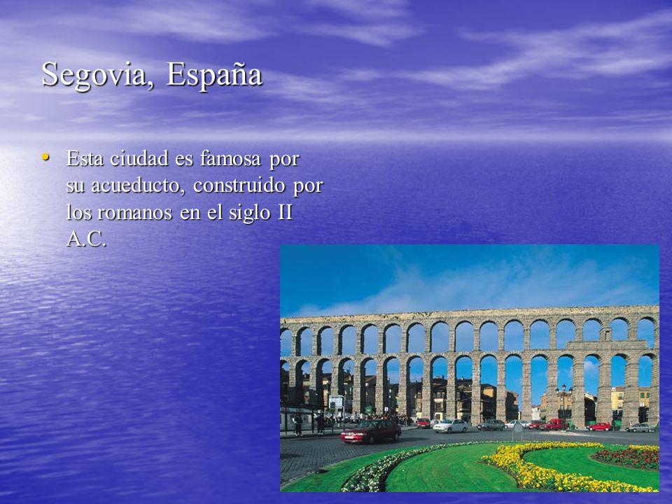 Segovia, España Esta ciudad es famosa por su acueducto, construido por los romanos en el siglo II A.C. Esta ciudad es famosa por su acueducto, constru