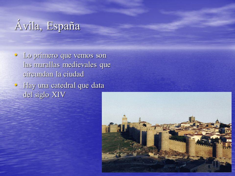 Ávila, España Lo primero que vemos son las murallas medievales que circundan la ciudad Lo primero que vemos son las murallas medievales que circundan