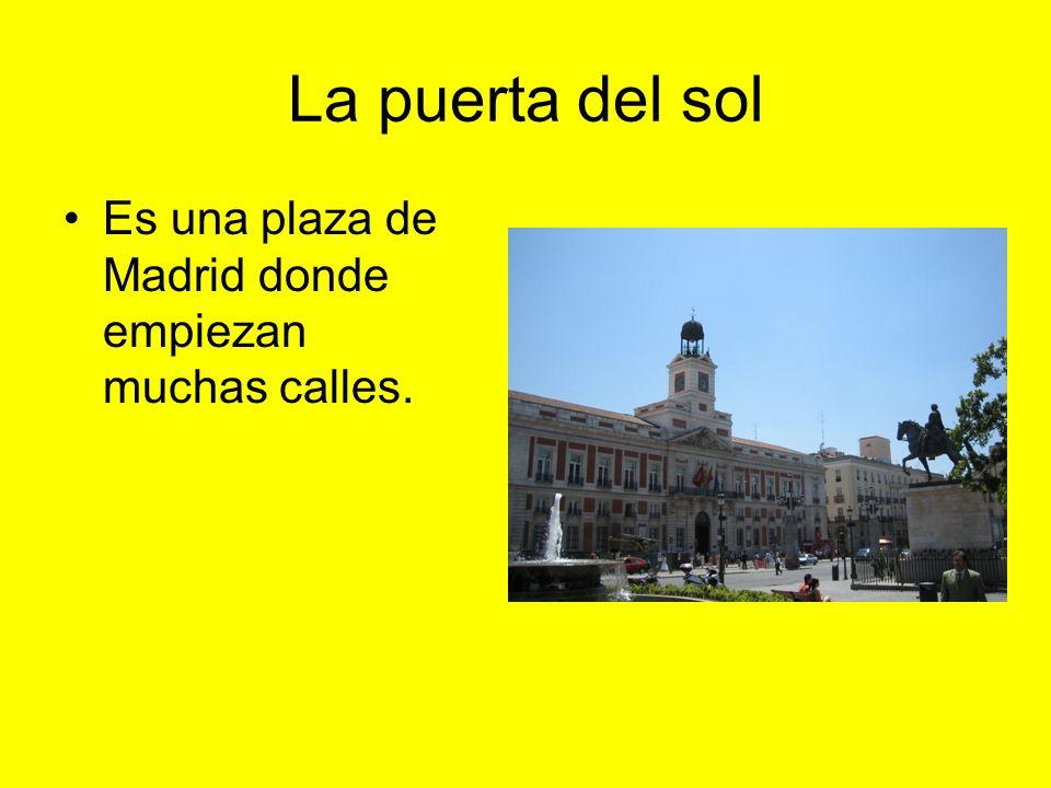 La puerta del sol Es una plaza de Madrid donde empiezan muchas calles.