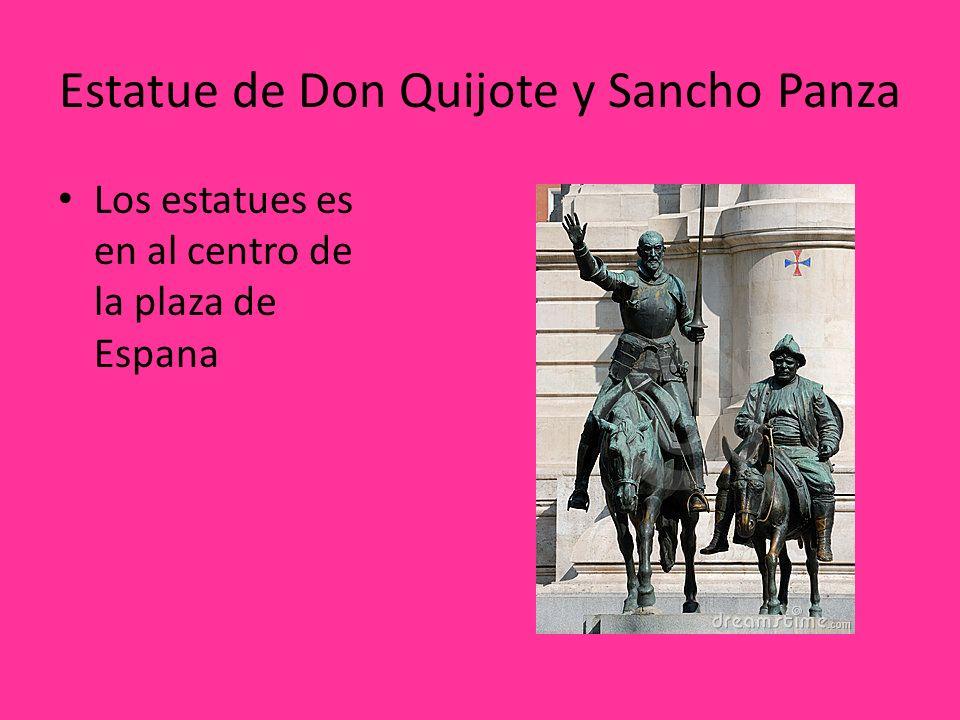 Estatue de Don Quijote y Sancho Panza Los estatues es en al centro de la plaza de Espana