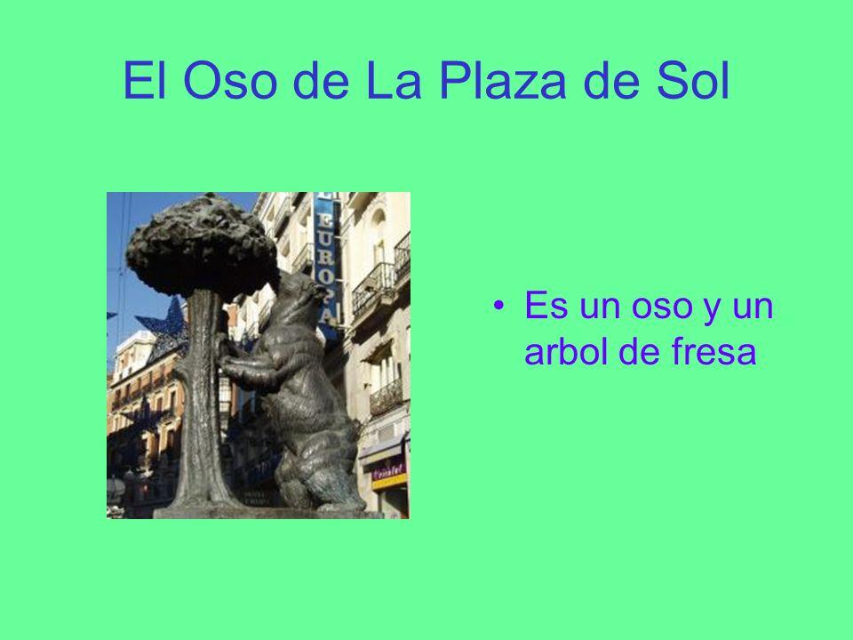 El Oso de La Plaza de Sol Es un oso y un arbol de fresa