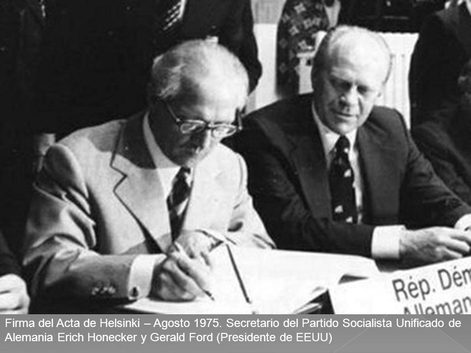Firma del Acta de Helsinki – Agosto 1975. Secretario del Partido Socialista Unificado de Alemania Erich Honecker y Gerald Ford (Presidente de EEUU)