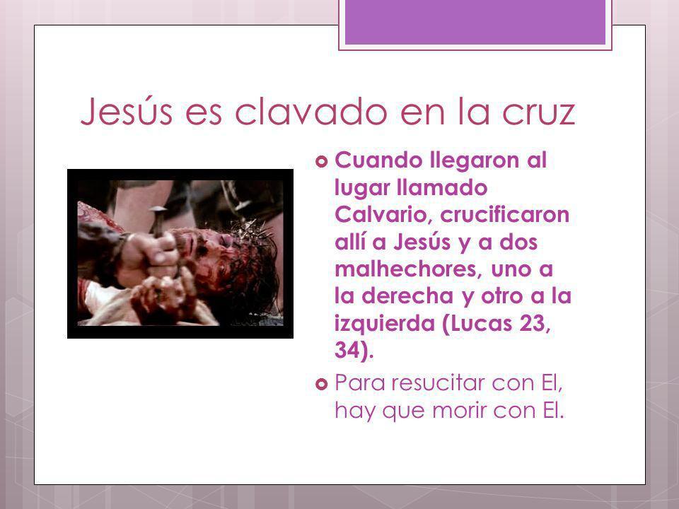 Jesús es clavado en la cruz Cuando llegaron al lugar llamado Calvario, crucificaron allí a Jesús y a dos malhechores, uno a la derecha y otro a la izq