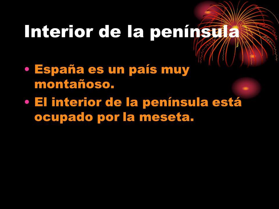 Interior de la península España es un país muy montañoso. El interior de la península está ocupado por la meseta.