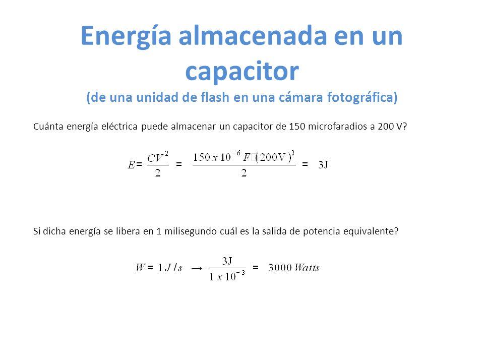Energía almacenada en un capacitor (de una unidad de flash en una cámara fotográfica) Cuánta energía eléctrica puede almacenar un capacitor de 150 microfaradios a 200 V.
