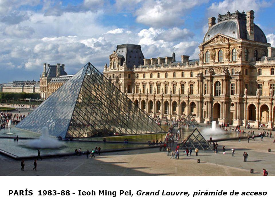 PARÍS 1983-88 - Ieoh Ming Pei, Grand Louvre, pirámide de acceso
