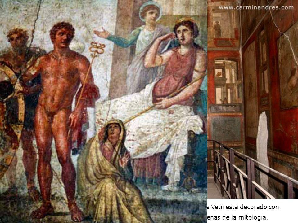 El triclinio era el comedor de los romanos. Éste de la casa de los Vetii está decorado con paredes rojas y recuadros negros donde se representan escen
