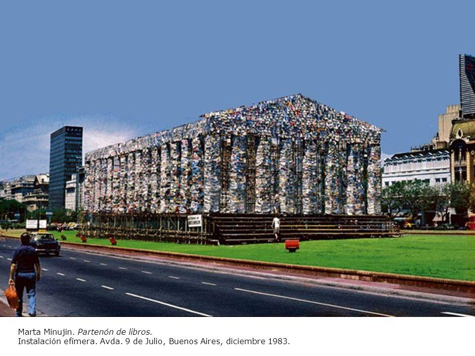 Marta Minujin. Partenón de libros. Instalación efímera. Avda. 9 de Julio, Buenos Aires, diciembre 1983.