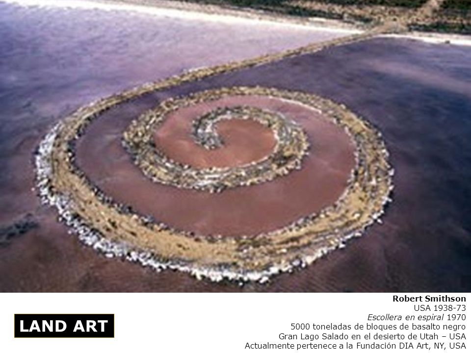 Robert Smithson USA 1938-73 Escollera en espiral 1970 5000 toneladas de bloques de basalto negro Gran Lago Salado en el desierto de Utah – USA Actualm