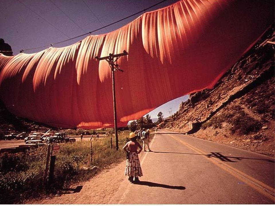 Jeanne Claude (Marruecos 1935-USA 2009) Christo (Bulgaria 1935) Christo Latas envueltas 1959-60 Objeto de metal pintado, tela y cuerda 120 x 105 mm Ta
