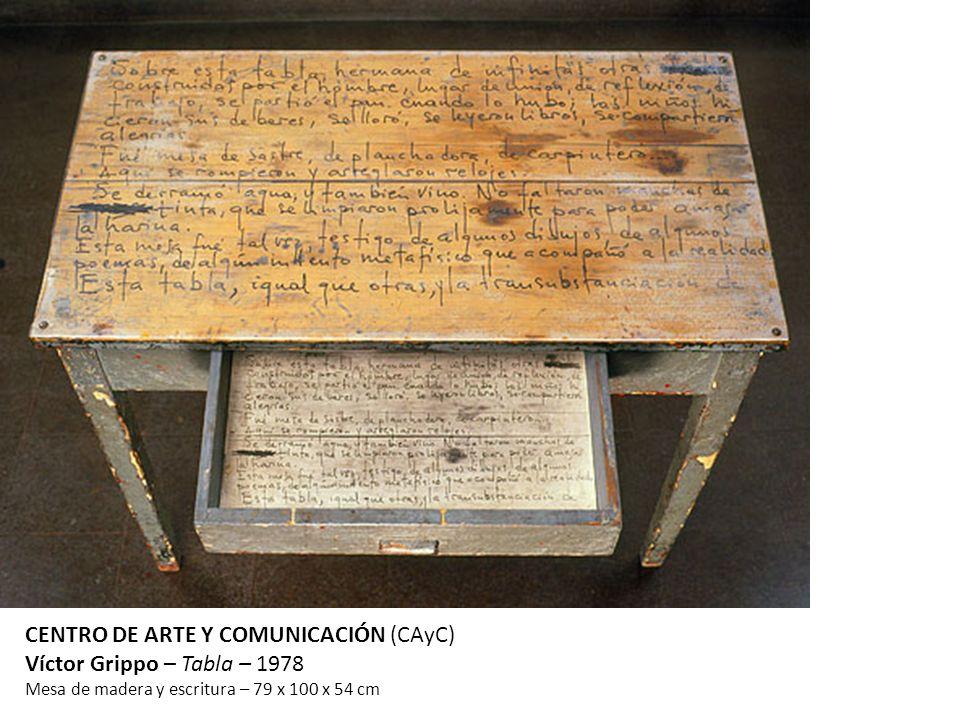 CENTRO DE ARTE Y COMUNICACIÓN (CAyC) Víctor Grippo – Tabla – 1978 Mesa de madera y escritura – 79 x 100 x 54 cm