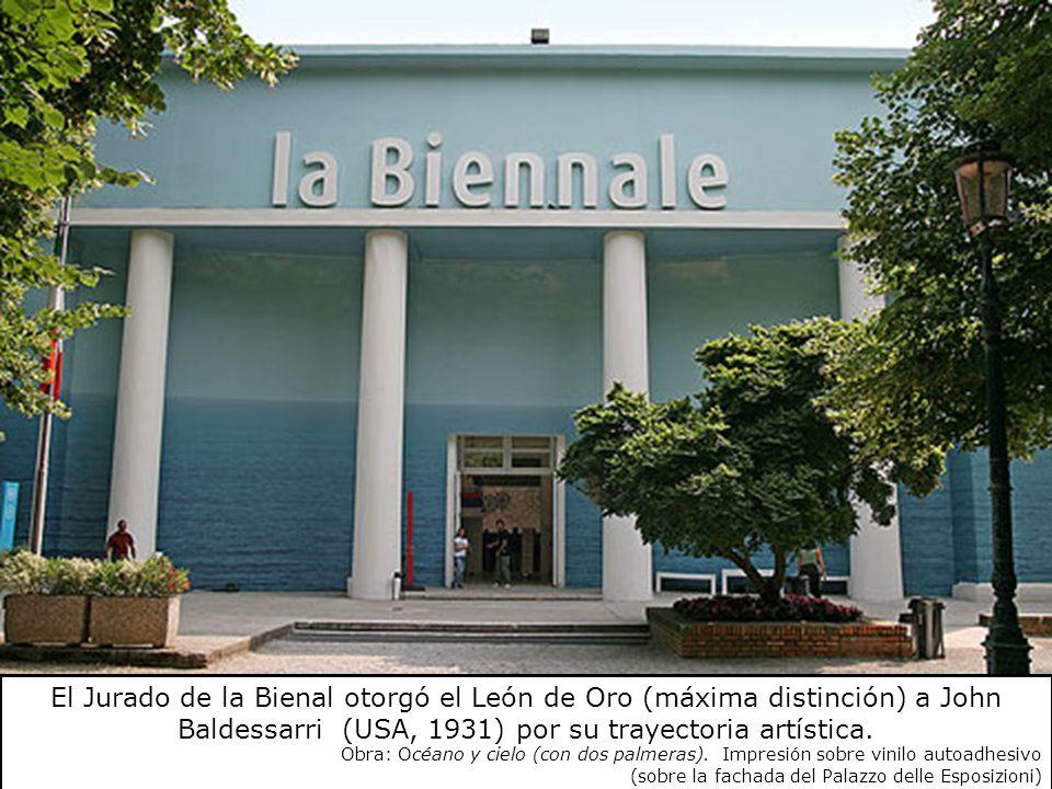 El Jurado de la Bienal otorgó el León de Oro (máxima distinción) a John Baldessarri (USA, 1931) por su trayectoria artística. Obra: Océano y cielo (co